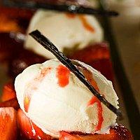 Marinerade jordgubbar och glass
