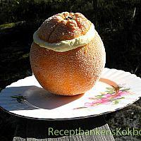 Apelsinglass i apelsinen