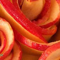Vaniljpaj med äppelrosor